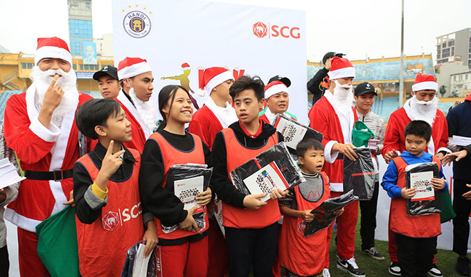Thông qua chương trình này, các thành viên của Hà Nội FC muốn thắp sáng giấc mơ cho các em nhỏ đam mê bóng đá