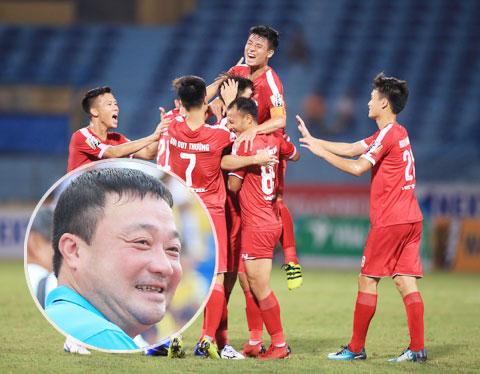 HLV Trương Việt Hoàng (ảnh nhỏ) rất hài lòng khi được dẫn dắt Viettel