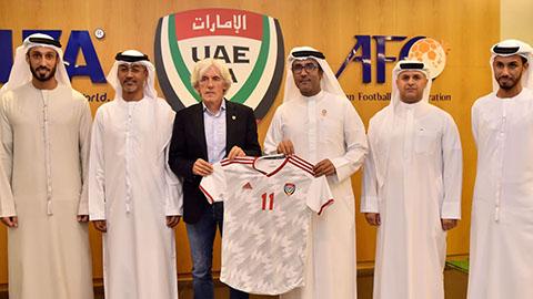 Đối thủ UAE của ĐT Việt Nam ở vòng loại World Cup 2022 có HLV mới