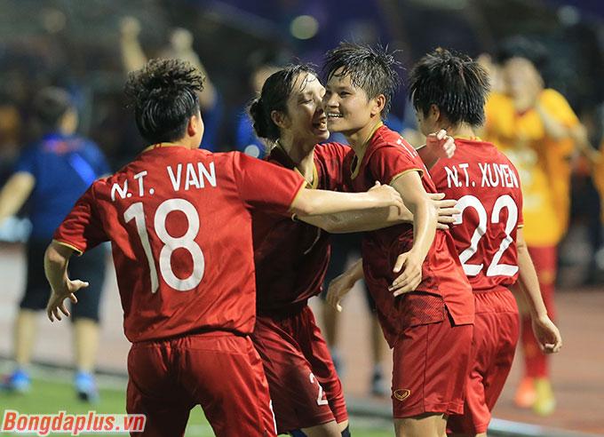 ĐT nữ Việt Nam đang đứng hạng 32 thế giới - Ảnh: Đức Cường