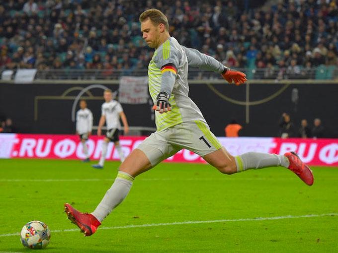 Neuer thiết lập một tiêu chuẩn mới cho vai trò thủ môn hiện đại