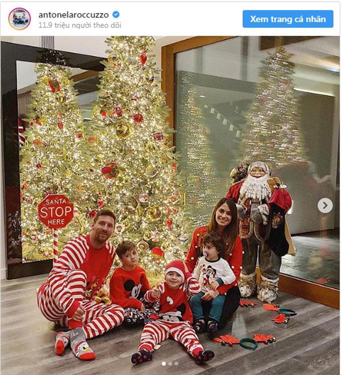 Gia đình Messi lại quây quần bên cây thông Noel đón Giáng sinh
