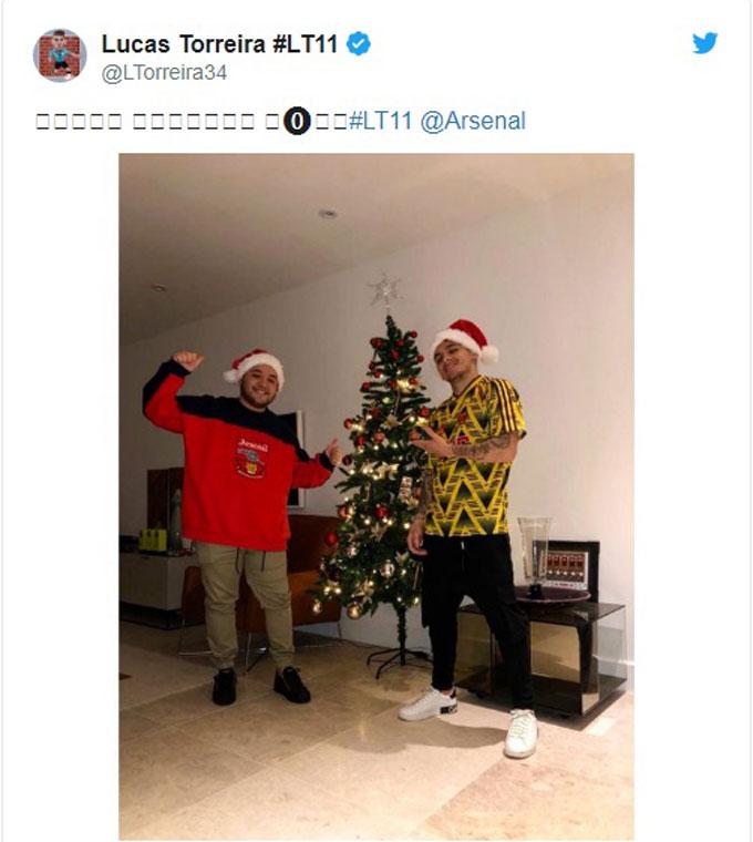 Tiền vệ Lucas Torreira cùng cạ cứng đón Giáng sinh