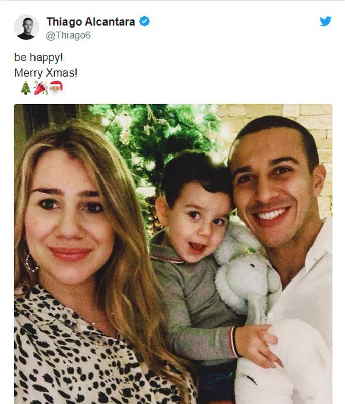 Tiền vệ Thiago Alcantara và gia đình nhỏ của mình