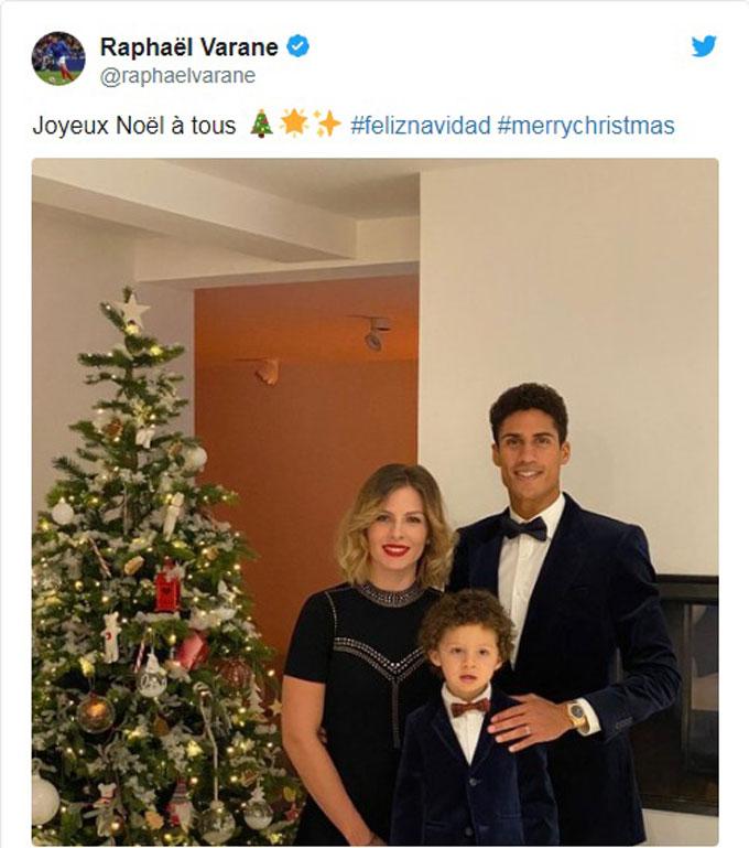 Trung vệ Raphael Varane đón Giáng sinh cùng vợ con