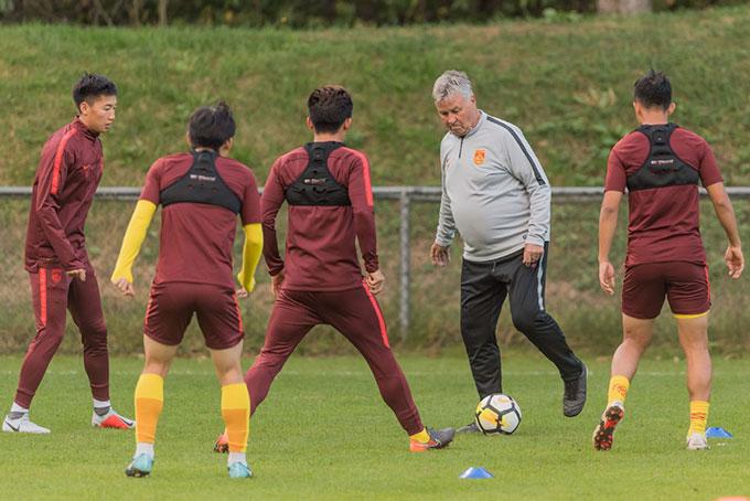 """""""Ma thuật"""" của Hiddink cũng hết cách trước bóng đá Trung Quốc hiện tại"""