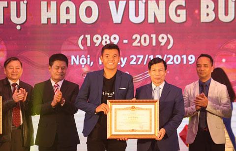 Lý Hoàng Nam vinh dự nhận bằng khen của Thủ tướng Chính phủ