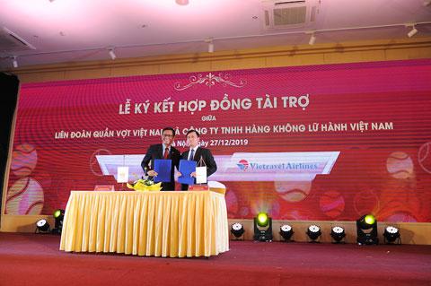 Ký hợp đồng tài trợ giữa VTF và Vietravel Airlines