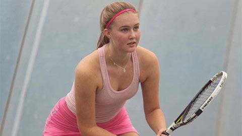 """""""Thánh nữ"""" Hutchinson đẹp hơn cả Sharapova gây sốt nhờ thân hình bốc lửa"""