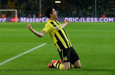 Lewandowski vụt sáng trong màu áo Dortmund