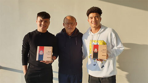 Các cầu thủ Việt được KGC (Korea Ginseng Corporation) tặng hồng sâm để bồi bổ sức khỏe, chuẩn bị sẵn sàng cho các giải đấu sắp tới.