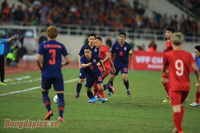 Chanathip Songkrasin cho rằng cầu thủ Việt Nam chơi khát khao, giàu quyết tâm hơn vì thu nhập thấp hơn Thái Lan - Ảnh: Minh Tuấn