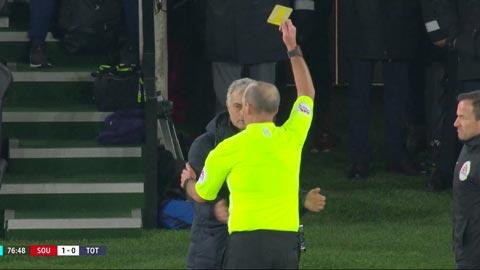 Mourinho phải nhận thẻ vàng vì xem trộm chiến thuật của đối thủ