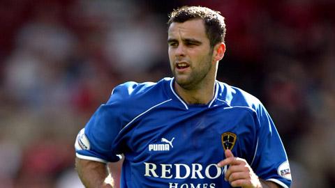 Bi kịch lại xảy đến với Cardiff ngày đầu năm, một cựu cầu thủ đột ngột qua đời để lại 2 con thơ