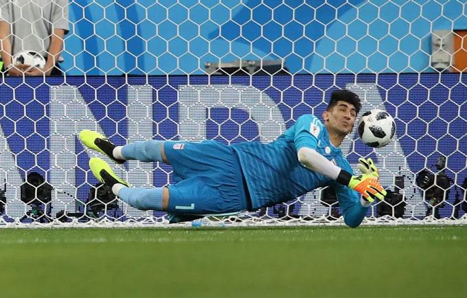 Beiranvand cản phá cú đá 11 mét của Ronaldo tại World Cup 2018