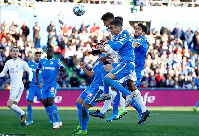 Varane ghi bàn cho Real