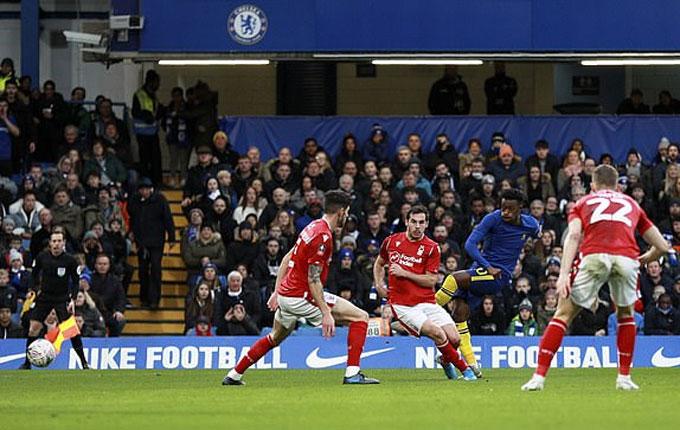Hudson-Odoi ghi dấu ấn ở cả 2 bàn của Chelsea trận này