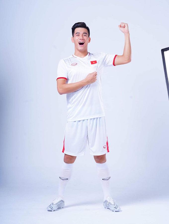 Trước khi VCK U23 châu Á 2020 diễn ra, nhãn hàng tài trợ Grand Sports đến từ Thái Lan đã cho ra mắt trang phục mới của các ĐT Việt Nam trong năm 2020