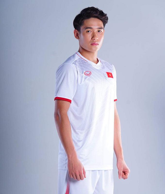 Mẫu áo đấu mới của ĐT Việt Nam trong năm 2020 vẫn sẽ là 2 màu đỏ, trắng chủ đạo. Mẫu áo đấu năm 2020 của Việt Nam có nhiều điểm khác biệt