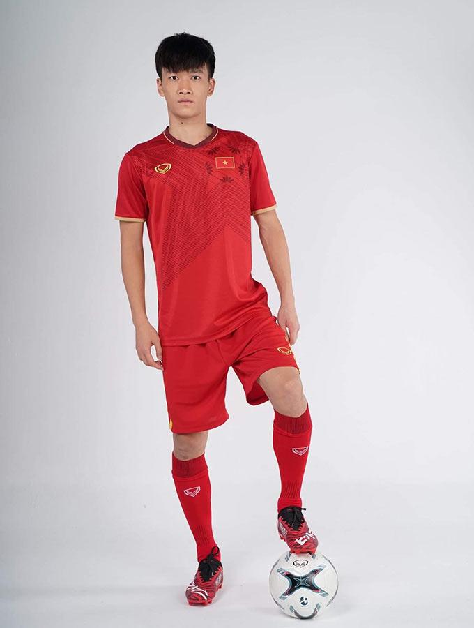 Tiền vệ Hoàng Đức cực bảnh bao khi diện trang phục mới của ĐT Việt Nam trong năm 2020