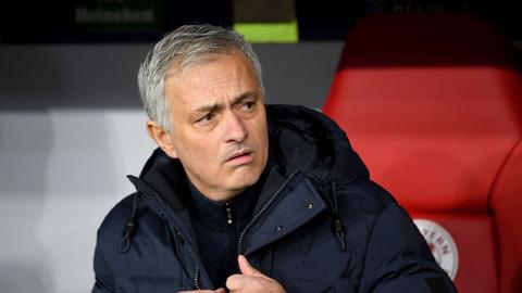 Mourinho: 'Hôm nay VAR đi vắng mất rồi'