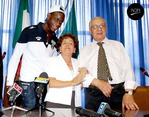 Balotelli đã hoàn thành ước nguyện của bố mẹ nuôi là trở về khoác áo Brescia