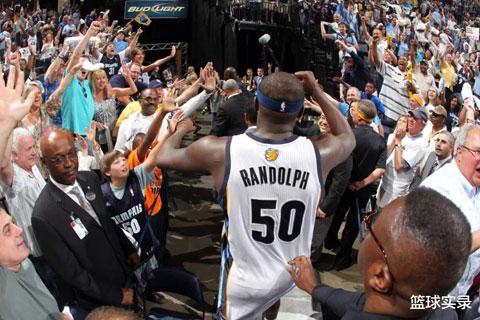 Chiếc áo số 50 của Zach Randolph đã trở thành huyền thoại tại NBA