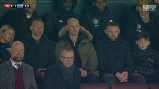 Giggs đưa bạn gái tới Old Trafford xem M.U thi đấu