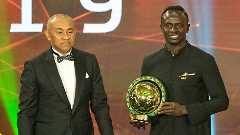 Vượt Salah và Mahrez, Mane lần đầu giành giải Cầu thủ xuất sắc nhất châu Phi