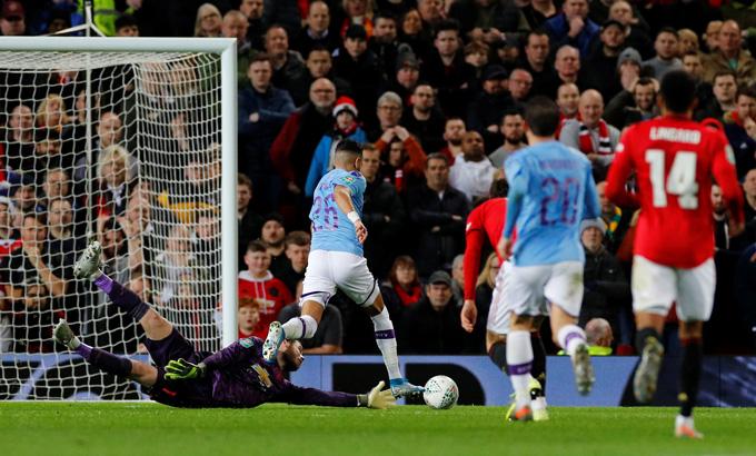 Mahrez nâng tỷ số lên 2-0 ở phút 33