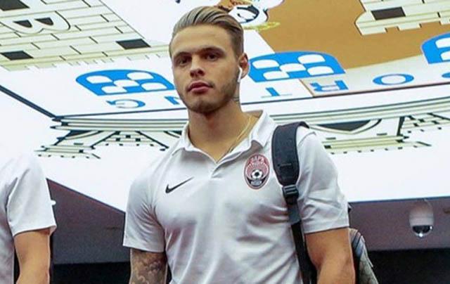 48.Blendi Baftiu (sinh năm 1998 - CLB KF Ballkani): Cầu thủ cao 1m81 và có thể đá tốt ở 2 vị trí tiền vệ tấn công và trung phong này đang gây ấn tượng trong màu áo Ballkani thuộc giải VĐQG Kosovo với 10 lần lập công sau 17 trận.