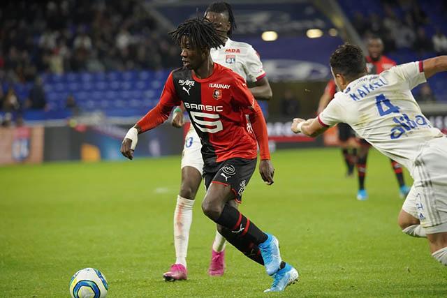 """45.Eduardo Camavinga (sinh năm 2002 - CLB Rennes): Camavinga đang là món hàng """"hot"""" trên TTCN khi được cả châu Âu săn đuổi. Tuy nhiên, phía Lille cũng chỉ đồng ý bán Camavinga nếu thu về từ 50-60 triệu euro."""