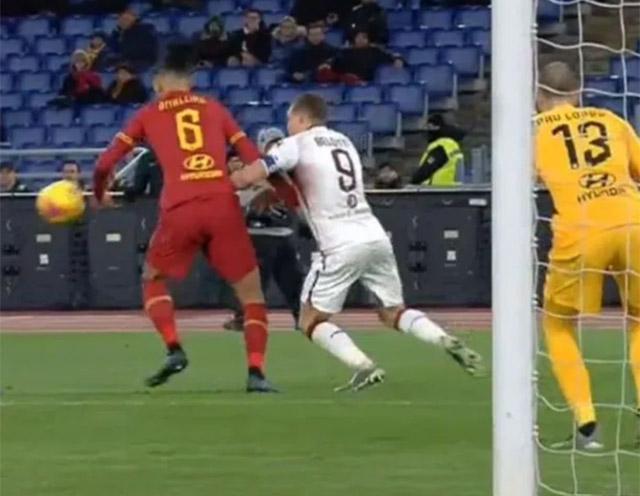 Smalling và Roma bất ngờ thất thủ trên sân nhà