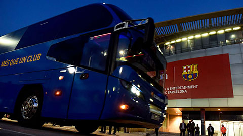 Xe bus của Barca bị lạc tại UAE