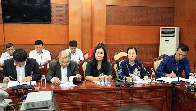 Bà Thạc Thị Thanh Thảo - Phó tổng biên tập, Chủ tịch công đoàn báo Bóng đá (chính giữa) đến dự