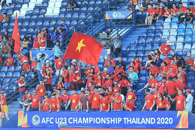 Có khoảng 1.000 CĐV Việt Nam đến sân