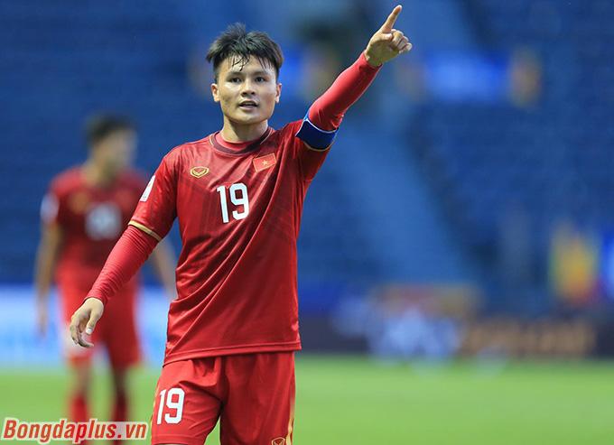 Quang Hải cùng các đồng đội đã nỗ lực phòng ngự trước U23 UAE.