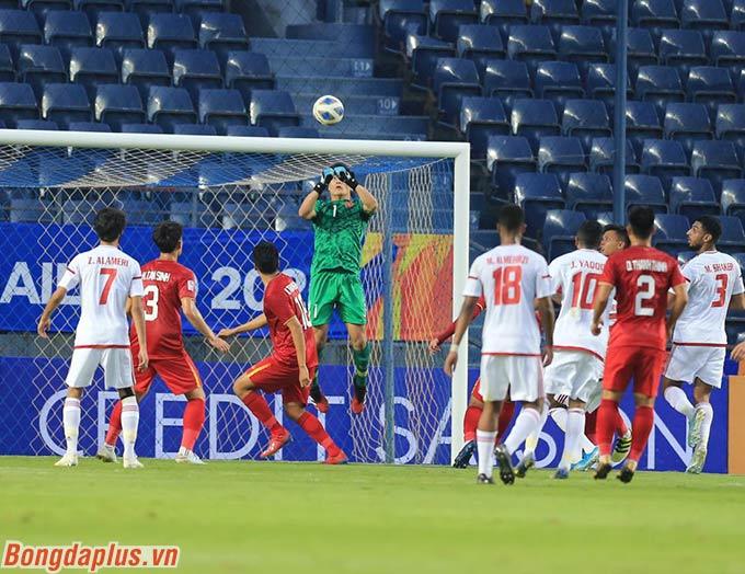 UAE chỉ dứt điểm trúng đích 2 lần trong tổng số 12 lần theo thống kê của AFC. Và cả 2 lần, Tiến Dũng đều xuất sắc cản phá.