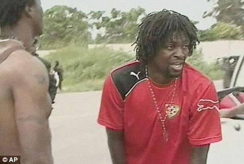 Adebayor sốc nặng tới mức sau đó tuyên bố chia tay ĐT Togo