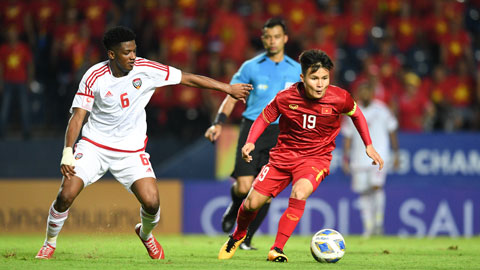 Quang Hải (phải) và đồng đội đã giành được 1 điểm trước đối thủ mạnh nhất bảng D là UAE  Ảnh: MINH TUẤN