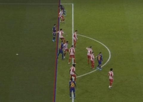 Vidal bị bắt việt vị vì… cánh tay ở dưới hàng thủ Atletico