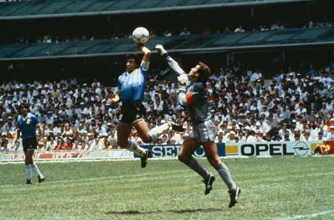 Tình huống gây tranh cãi nhất lịch sử bóng đá thế giới