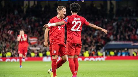 Các cầu thủ Bayern ăn mừng chiến thắng