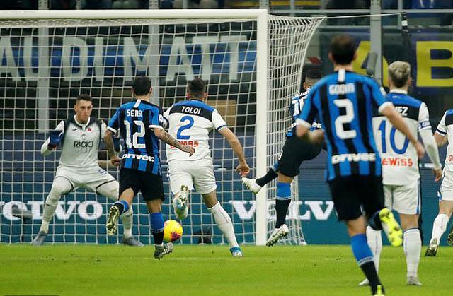 Martinez ghi bàn nhưng không thể giúp Inter chiến thắng