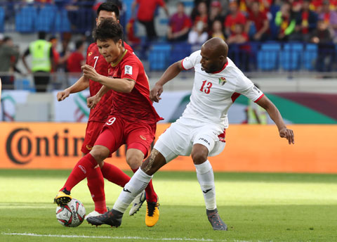 Quang Hải và đồng đội đã sẵn sàng xung trận để tìm kiếm chiến thắng đầu tiên  Ảnh: Minh Tuấn