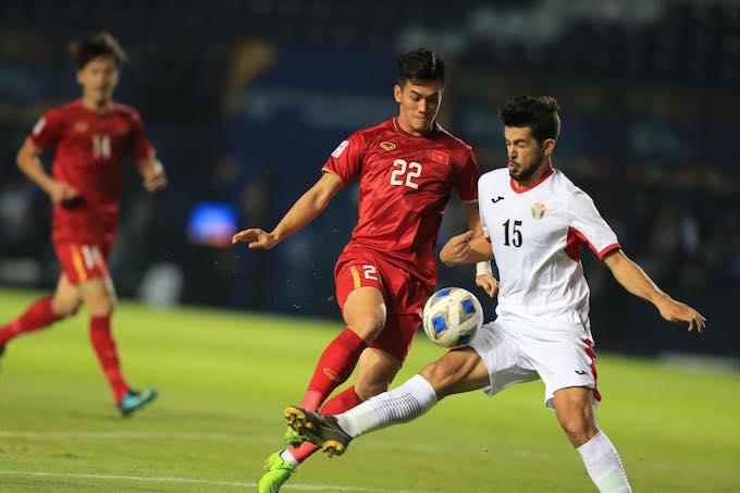 Tiến Linh và đồng đội rất khó khăn trong việc tiếp cận khung thành U23 Jordan. Ảnh: Minh Tuấn