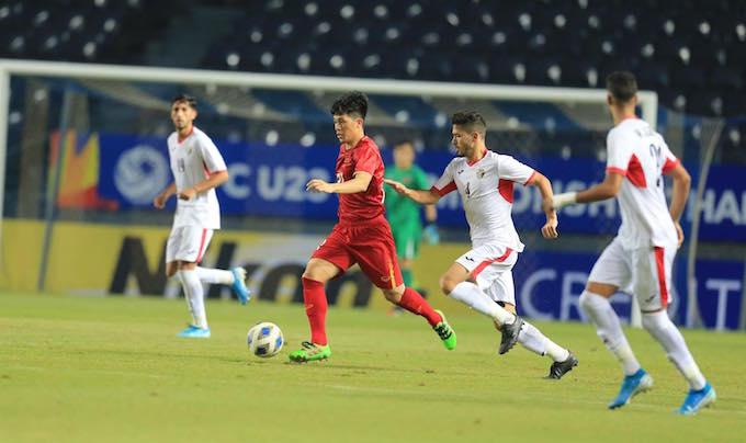Sự có mặt của Đình Trọng giúp hàng thủ của U23 Việt Nam chắc chắn hơn. Ảnh: Minh Tuấn