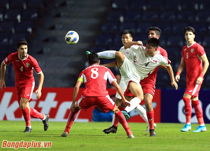 U23 Jordan không mạnh trong những tình huống đá phạt góc - Ảnh: Minh Tuấn
