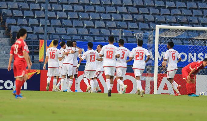 Niềm vui của UAE sau bàn thắng mở tỷ số của Kalifa - Ảnh: Minh Tuấn