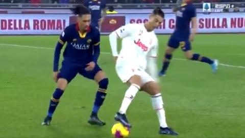 Ronaldo khiến Smalling bẽ mặt bằng kỹ năng siêu đẳng